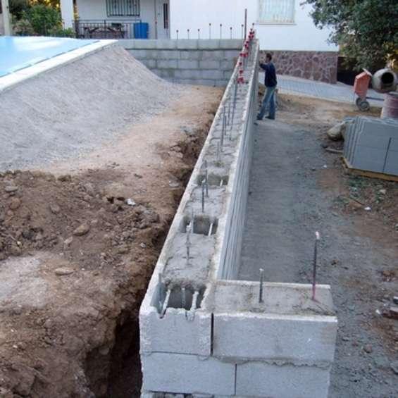 Retainging walls .